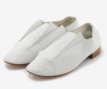 Medium shoese white  1