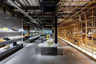 Medium both tokyo store   indoor1