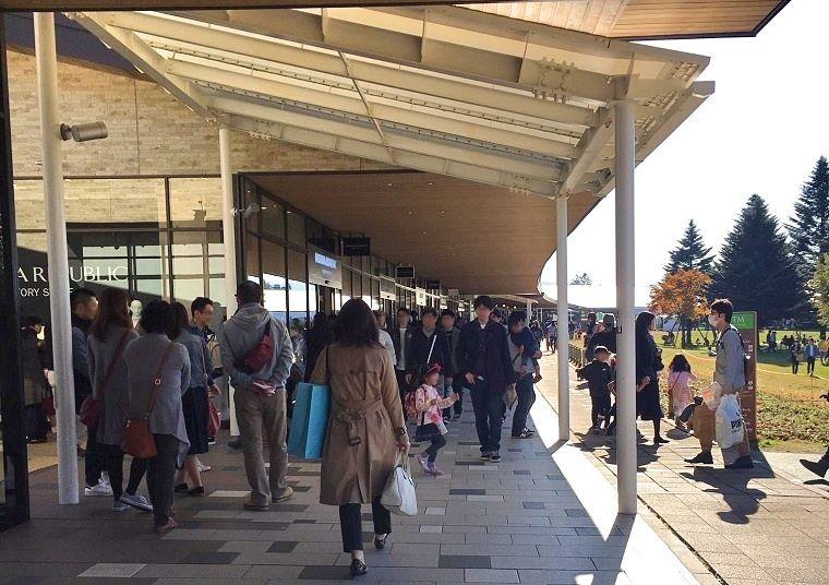 d1a2a42495cb 冬場にも積極的なイベントや販促で売上を順調に伸ばしている(写真はプラチナバーゲン)